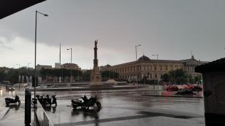 Colón square in the rain