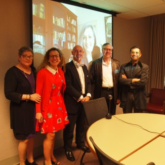 My PhD committee!! (with the awesome Ana Rueda on the big screen)