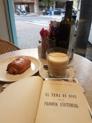 My everyday cup in Madrid (pain au chocolat optional)